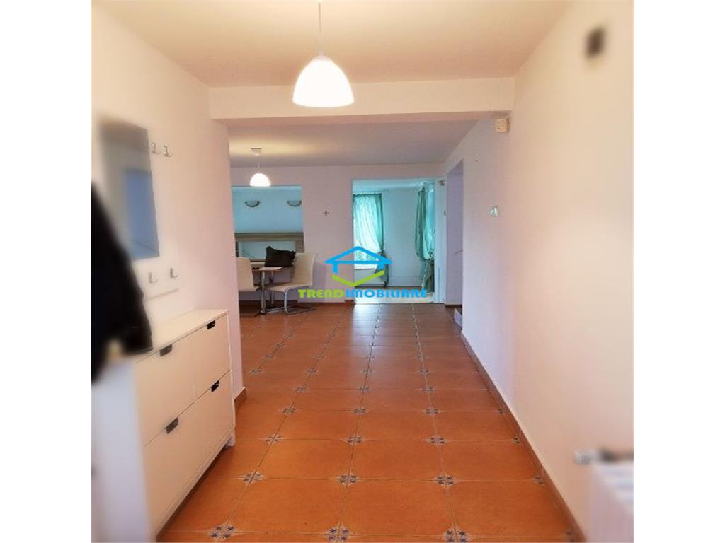 Vila, 3 NIVELE, 5 camere, cartier Europa, zona linistita, 3 PARCARI