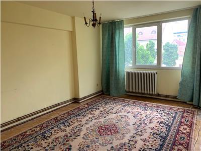 Apartament cu 2 camere  nemobilat  str Gheorghe Sincai  Motilor