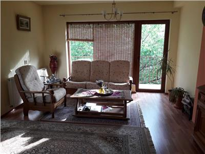 Apartament 3 camere in cartierul Andrei Muresanu.