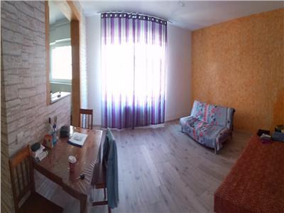 Apartament 2 camere, etaj intermediar, Zona Vivo